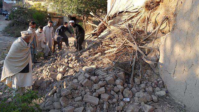 Пакистан. Через 2 дня после землетрясения надежда найти живых тает