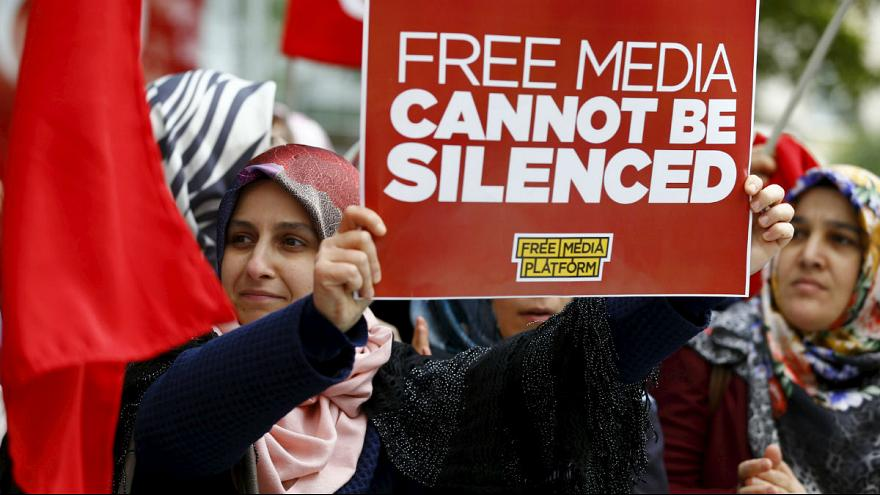 Турция: выборы на фоне терактов, давления на СМИ и кризиса с беженцами