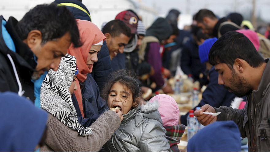 Slovenyalılar sınırda mültecilere pizza satıyor