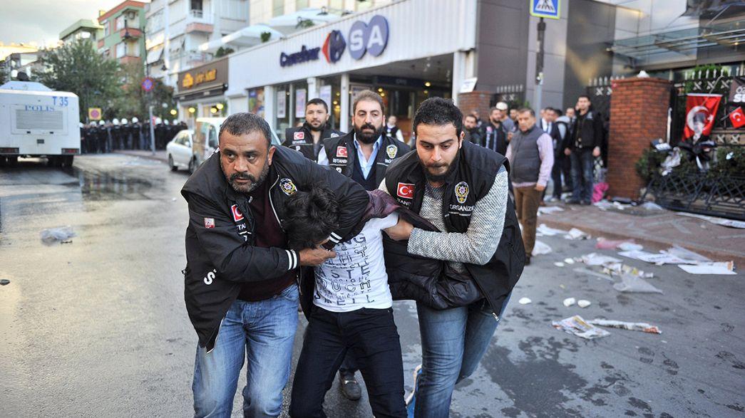 Istanbul: hundreds protest police raid on opposition media