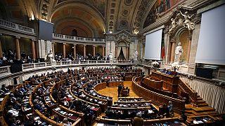 Πορτογαλία: Εύθραυστες πολιτικές ισορροπίες κι οικονομία επί ξυρού ακμής