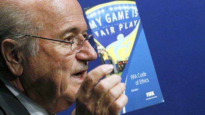 Blatter kitálalt