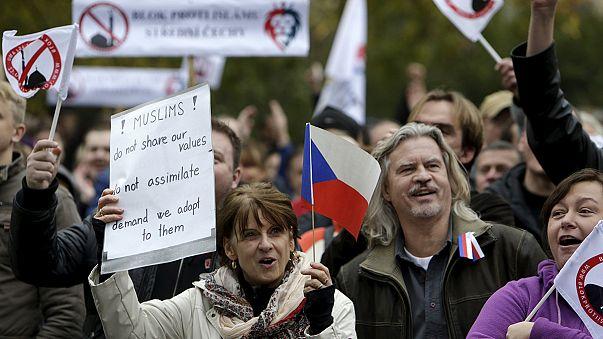 A menekültek ellen tüntetett a cseh szélsőjobb
