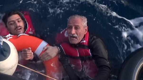 Dutzende Menschen ertrinken bei Bootsunglücken in der Ägäis