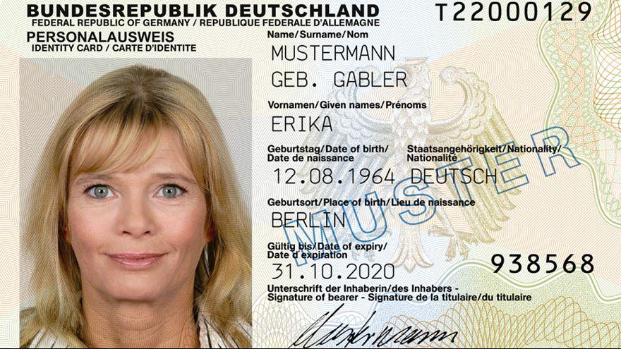 Germania: carte d'identità e altri documenti al forno