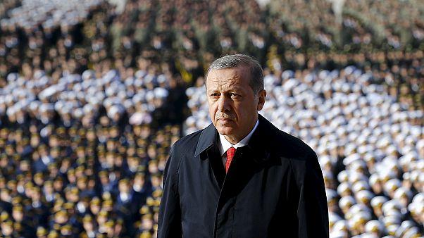 جشن روز جمهوری در ترکیه با حضور اردوغان و حمله پلیس به مطبوعات مخالف