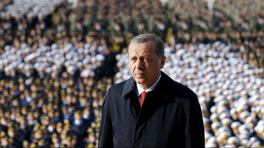 Türkiye kritik seçimler öncesi cumhuriyetin 92. yaşını kutluyor