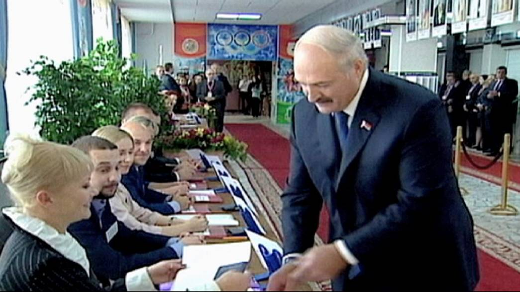 La UE suspende temporamente las sanciones contra Bielorrusia