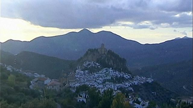 """قرية """"مونتفريو"""" في غرناطة واحدة من أجمل عشرة مناظر في العالم"""