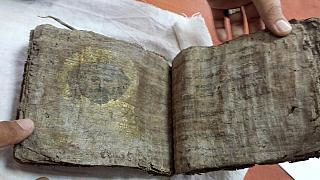 Turquia: Polícia apreende biblia com cerca de 1000 anos