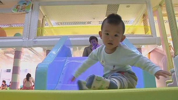 """China schafft """"Ein-Kind-Politik"""" ab - Schnuller statt Kondome"""