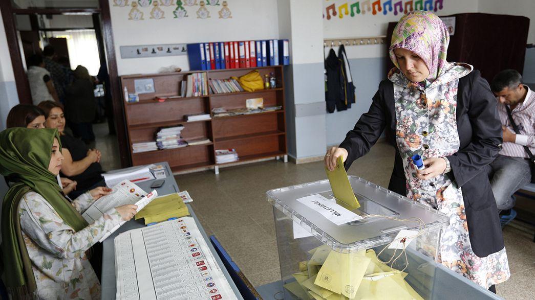 Turquia: AKP não deverá recuperar maioria segundo últimas sondagens