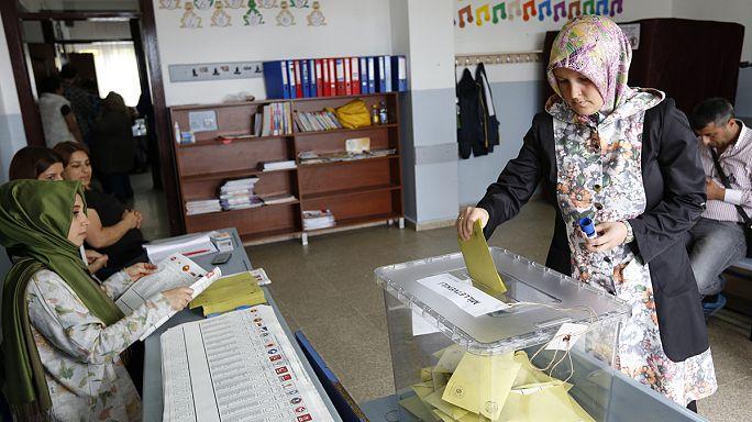 La Turquie divisée retourne aux urnes dimanche