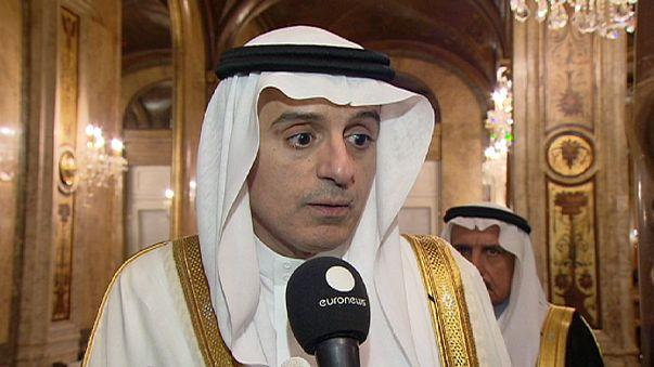 Szaúdi külügyminiszter: Aszadnak és a külföldi csapatoknak menniük kell
