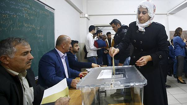 Turkish voters take to polls in decisive snap general election
