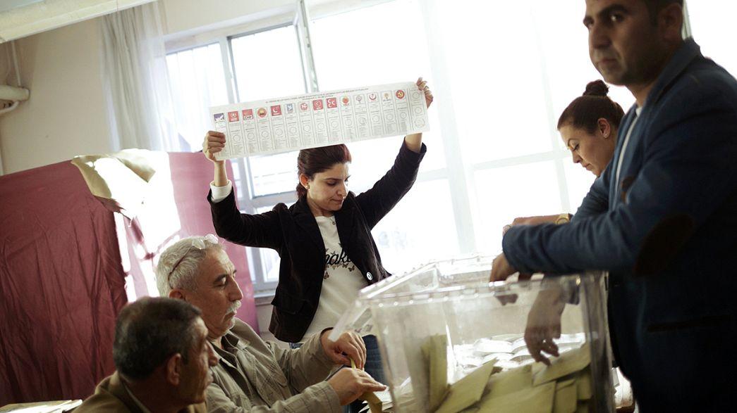 تركيا: الأتراك يدلون بأصواتهم في انتخابات تشريعية حاسمة