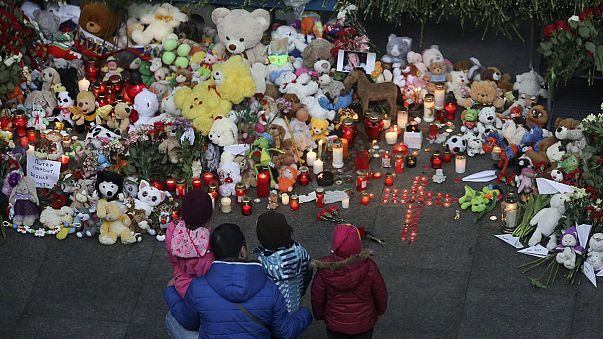 Flores y banderas a media asta en Rusia por las víctimas del avión que se estrelló en Egipto