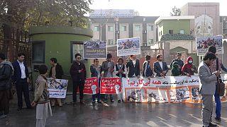 بیکاران، ورودی وزارت کار و امور اجتماعی افغانستان را بستند