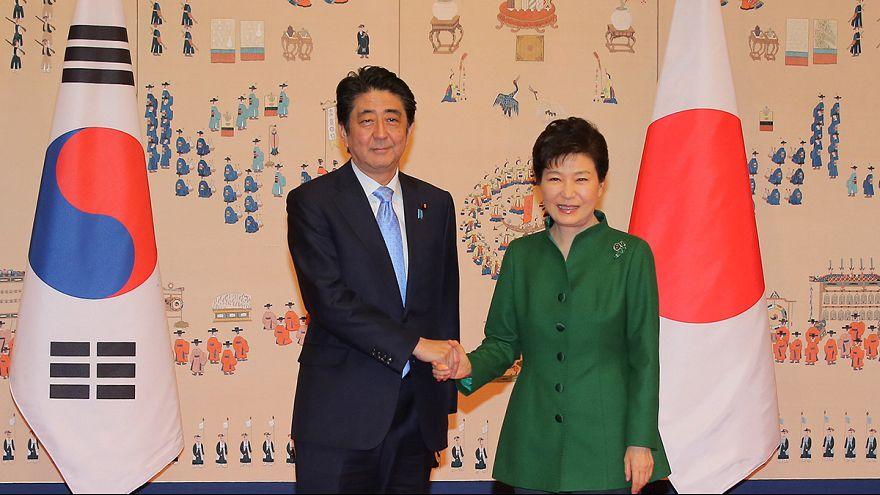 Ki akar békülni Japán és Dél-Korea