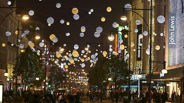 Η Κάιλι Μινόγκ έφερε... τα Χριστούγεννα στο Λονδίνο
