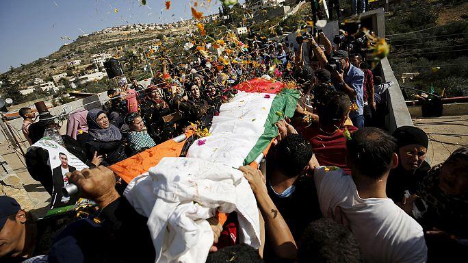 مقتل فلسطيني شمال الضفة وطعن ثلاثة إسرائيليين قرب تل أبيب