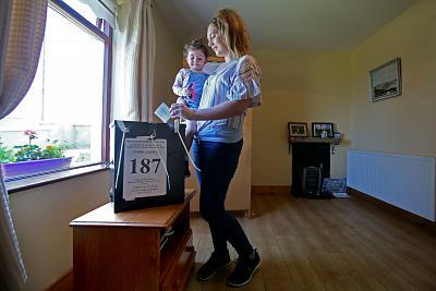 Colleen Ui Fhioruisce, with her two-year-old daughter Saoirse, votes in the referendum.