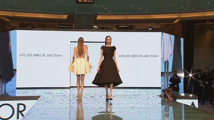 Estilista saudita Reem al Kanhal reinventa vestidos árabes tradicionais