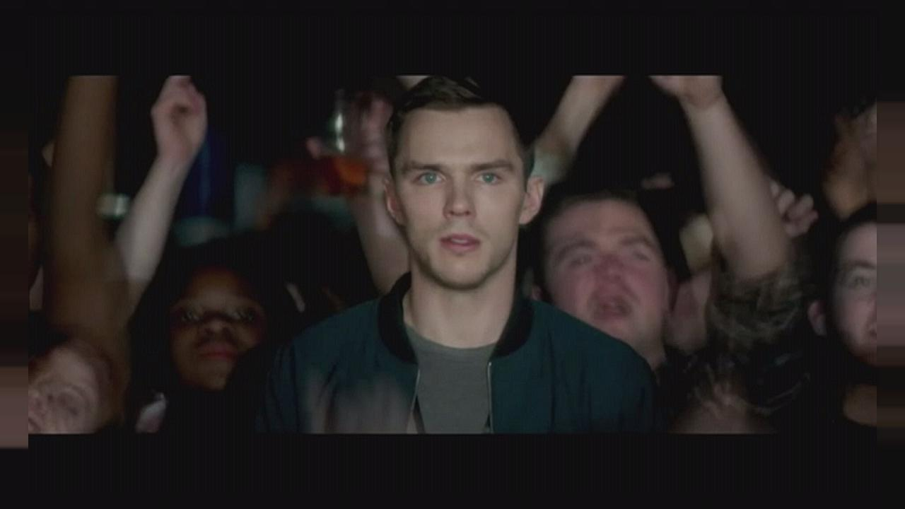 "Britpop und Mord in ""Kill Your Friends"" mit Nicholas Hoult"