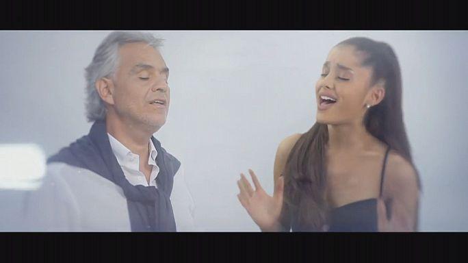 """ألبوم""""سينما""""، يجمع عملاق الأوبرا أندريا بوتشيلي بمغنية البوب الشابة أريانا غراندي"""