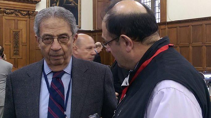 عمرُو موسى الأمين العام السابق لجامعة الدول العربية: الذي يحصل هو عبارة عن حركة التاريخ نحو تغيير جذري في الشرق الاوسط.