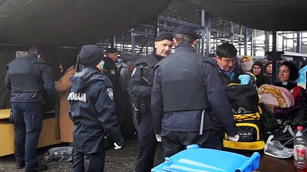 Mülteci akını Almanya'da siyasi krize dönüştü