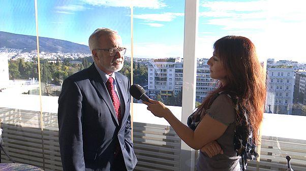 Β. Χόιερ στο euronews: «Μην σκοτώνετε με φόρους την πραγματική οικονομία»