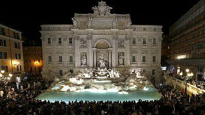 Fontana di Trevi reinaugurada em Roma