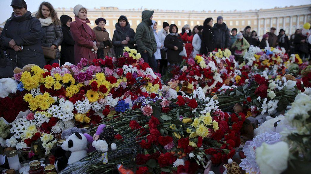 Comienza la inspección de las cajas negras y los restos del avión ruso siniestrado