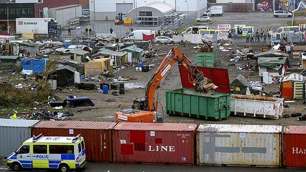 La policía sueca desaloja por la fuerza un campamento ilegal de refugiados en la ciudad de Malmö