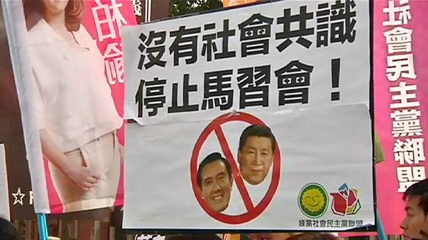 Tüntetők tiltakoznak a kínai és a tajvani vezetők találkozója ellen