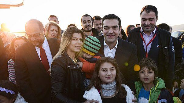 Despegan de Atenas los primeros 30 refugiados reubicados en Luxemburgo