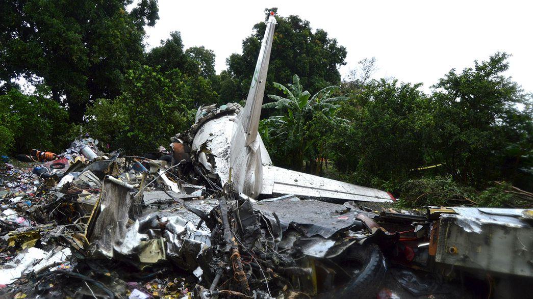 Más de 40 personas mueren al estrellarse un avión en Sudán del Sur