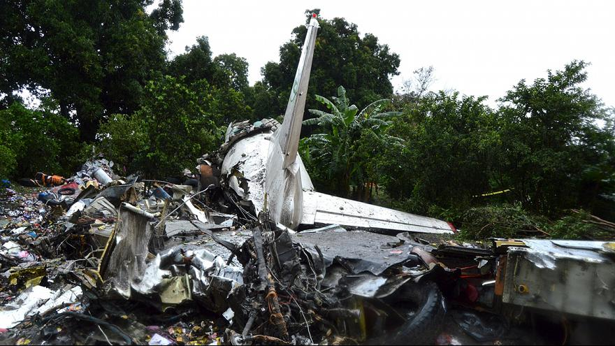Frachtflugzeug in Südsudan abgestürzt: Offenbar etliche Tote