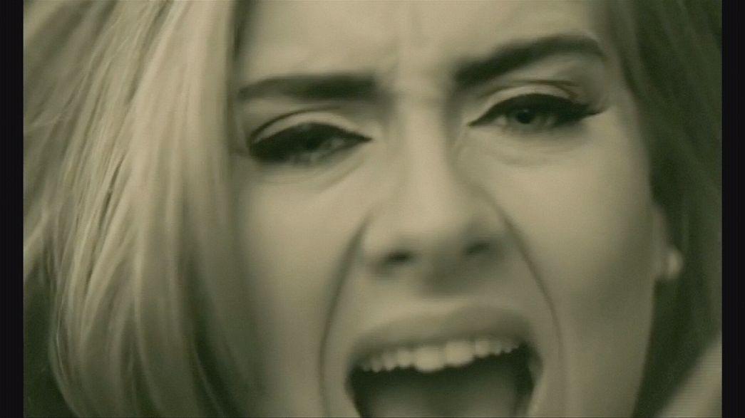 Adele bate recorde de vendas na internet