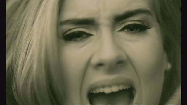 """آديل تحطم أرقاما قياسية بأغنية """"هالو"""""""