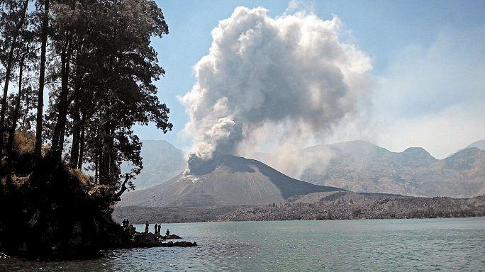 Извергающийся вулкан Ринджани парализовал аэропорты Бали и Ломбока