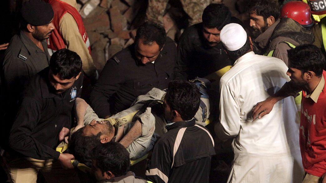 Une usine s'effondre au Pakistan, quelques jours après le séisme