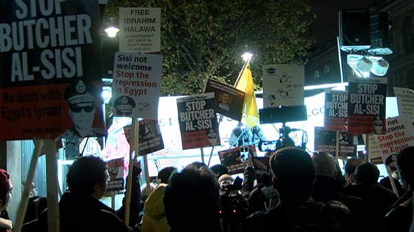 Mısır Cumhurbaşkanı Sisi Londra'da protesto edildi