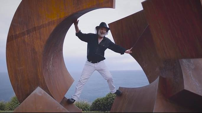 """النحات الألماني يورغ بليكات يفوز بالجائزة الكبرى في معرض""""النحت على البحر"""""""
