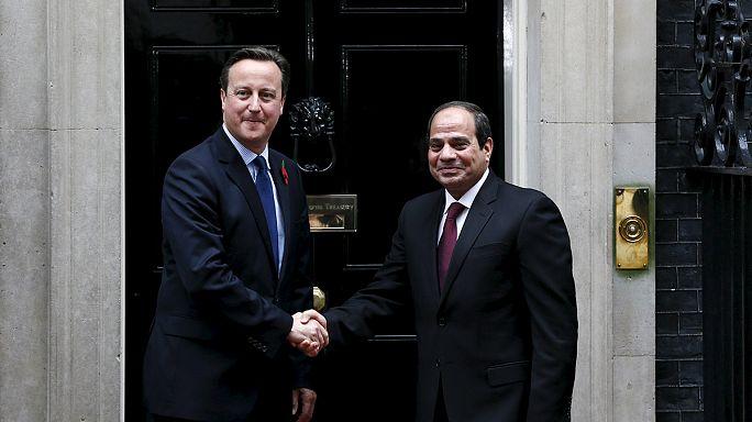 السيسي يطمئن من لندن ويهون من تعليق الرحلات البريطانية نحو شرم الشيخ