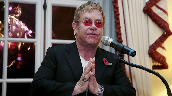 Elton John will mit Putin über Schwulenrechte sprechen
