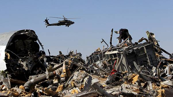 Airlines boycott Egypt as UK and US point finger at ISIL bomb on downed airliner