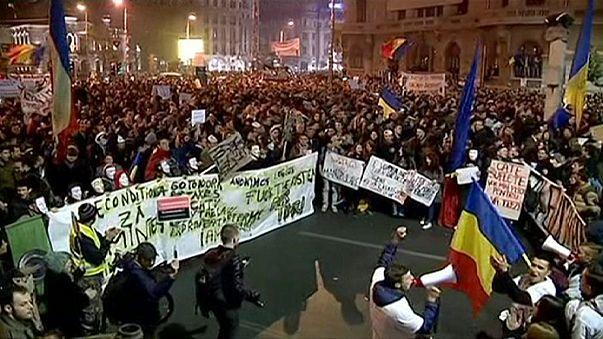 Nem csillapodik a románok dühe - csütörtök este is tüntettek Bukarestben