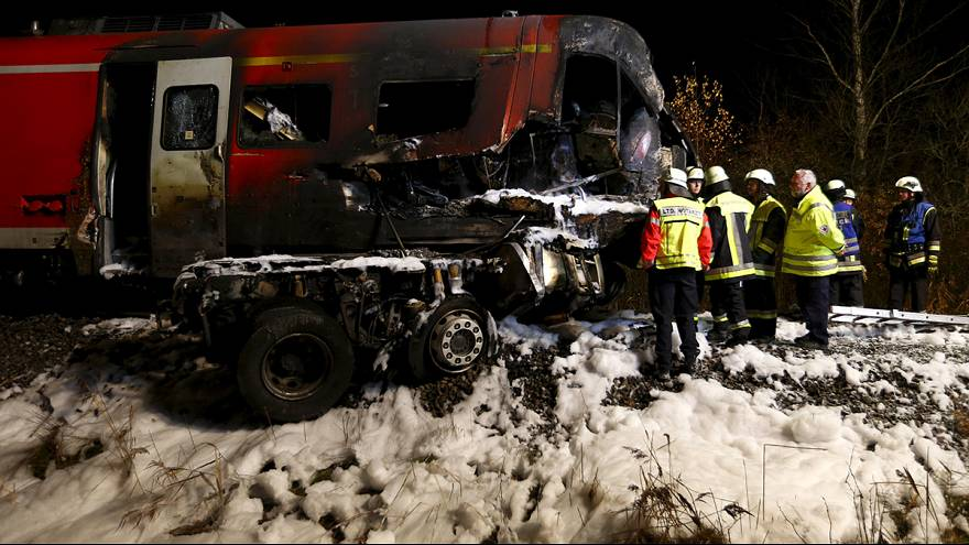 Germany: train collides with lorry in Bavaria, killing at least 1 person